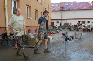 Usuwanie skutków powodzi – centrum Ropczyc – galeria ZDJĘĆ