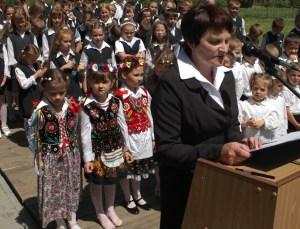 Szkoła w Wiercanach ma już swój sztandar – galeria ZDJĘĆ i relacja VIDEO