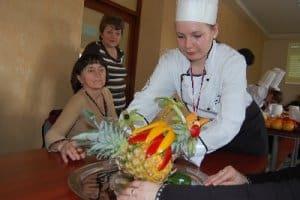 Rzeźbili w owocach – galeria ZDJĘĆ