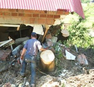 Drzewa rozbiły dom