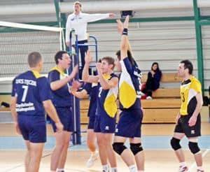 Błękitni zwyciężyli lidera. Extrans Patria wygrała derby. Wyjazdowa porażka Tęczy