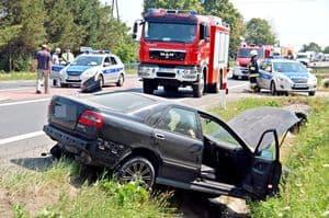 Cztery auta rozbite, droga zablokowana – galeria ZDJEĆ