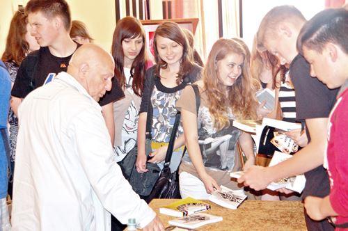 Z młodzieżą o pisaniu i trudnej historii – galeria ZDJĘĆ