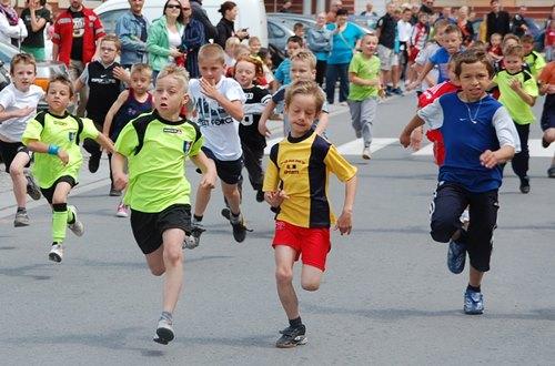 Dzieci też pokazały, że potrafią biegać – galeria ZDJĘĆ