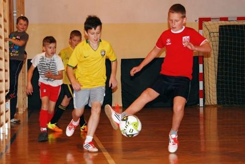 Amatorska liga futsalu w Niedźwiadzie Górnej – galeria ZDJĘĆ