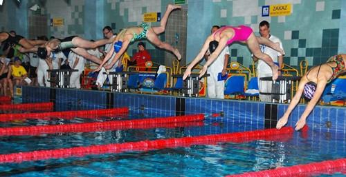 Pływanie. Mistrzostwa Podkarpacia w Ropczycach – galeria ZDJĘC