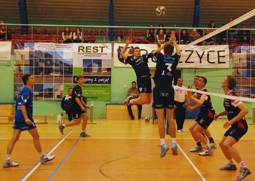 Błękitni Ropczyce – AKS V LO Rzeszów (juniorzy) 0:3 – galeria ZDJĘĆ