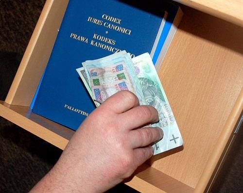 Plebanie  na celowniku  przestępców.  Skradziono 5 tys. zł