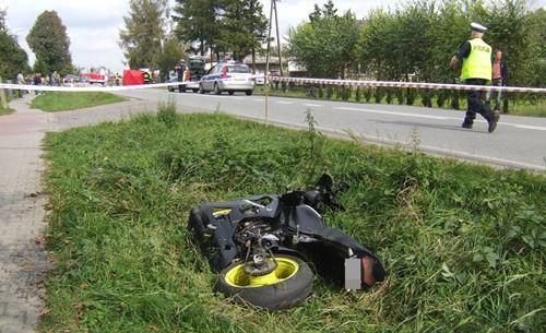 Tragiczny wypadek z udziałem motocykla – dwie osoby nie żyją –  ZDJĘCIA