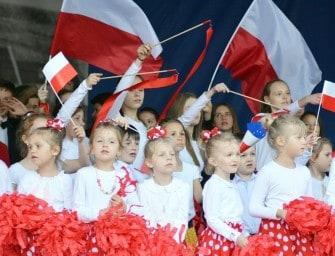 Przedszkolaki machały flagą – ZDJĘCIA