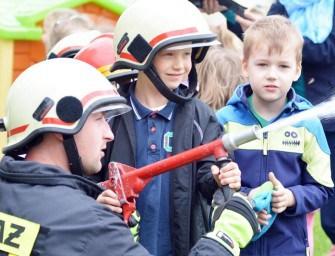 Przedszkolaków odwiedzili strażacy – ZDJĘCIA