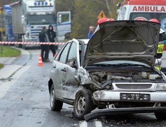 Wypadek w Ostrowie. Dzieci trafiły do szpitala. ZDJĘCIA