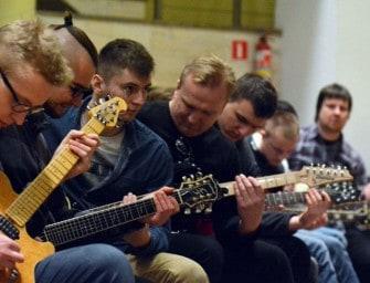 Uczestnicy warsztatów grali z wirtuozem gitary – ZDJĘCIA