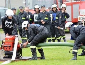 Strażacy rywalizowali w deszczu – ZDJĘCIA