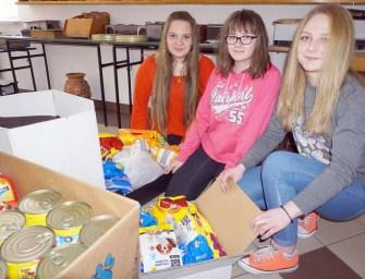 Uczennice z Ostrowa pomagają schronisku