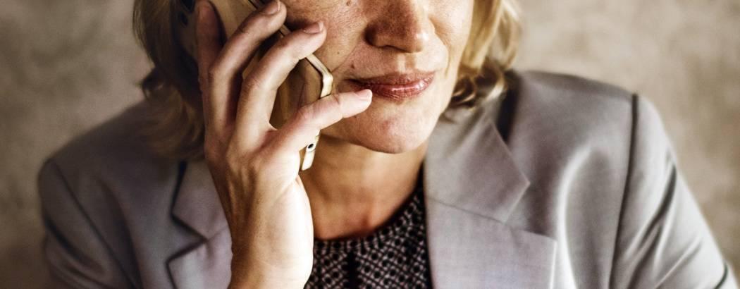 american-blazer-blond-hair-calling-close-up-coffee-1548729-pxhere.com