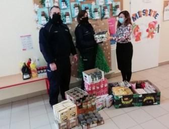 Policjanci pomogli harcerzom w zbiórce. Kupili żywność dla potrzebujących